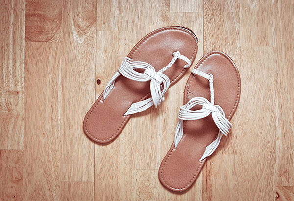 Thong Sandals for Women: Perfect for minimalist travel style!