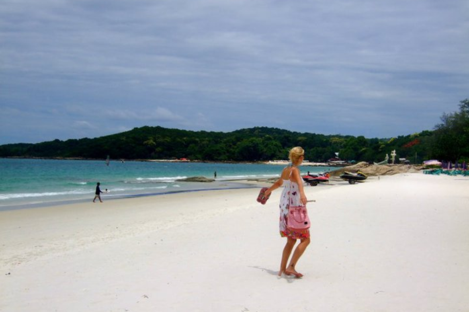 Do's and Don'ts of Womens Travel Clothing in South East Asia
