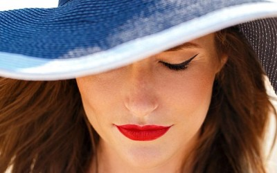 7 Clever Travel Makeup Hacks