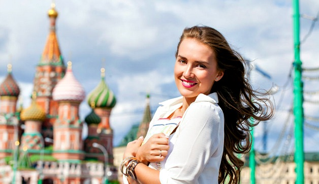 What to Pack for Russia in Summer: Day to Night Style