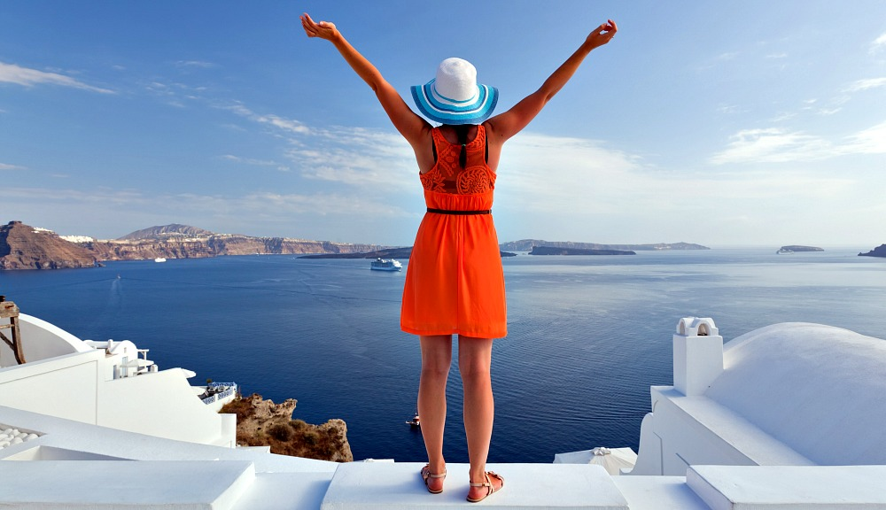 What to Wear in Santorini: Catamaran Adventures, Seafood Dinners, and Instagram Pics